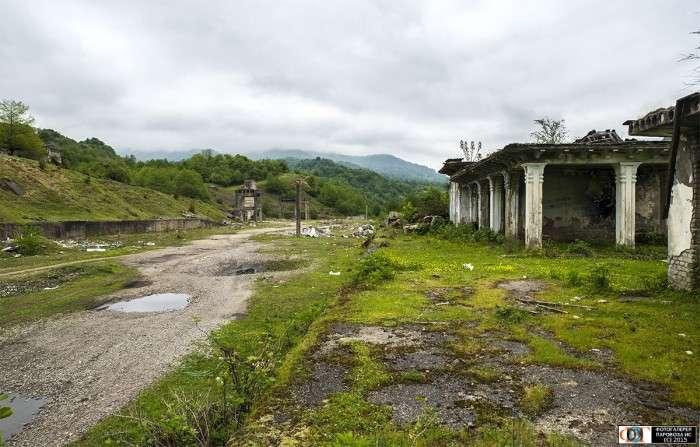 Ткварчели - місто у владі природи (26 фото)