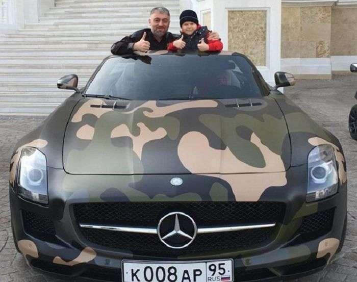 8-річному синові Рамзана Кадирова Адаму на День народження подарували спорткар Mercedes-Benz SLS AMG (2 фото)