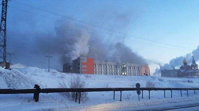 В Дудінці пенсіонер влаштував пожежу в будівлі мерії, в якому загинули три людини (5 фото)