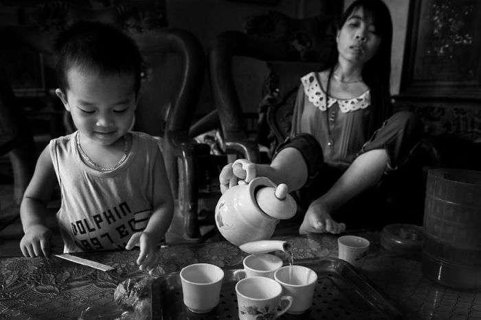 Вєтнамська дівчина, що народилася без рук, навчилася жити повноцінним життям (10 фото)