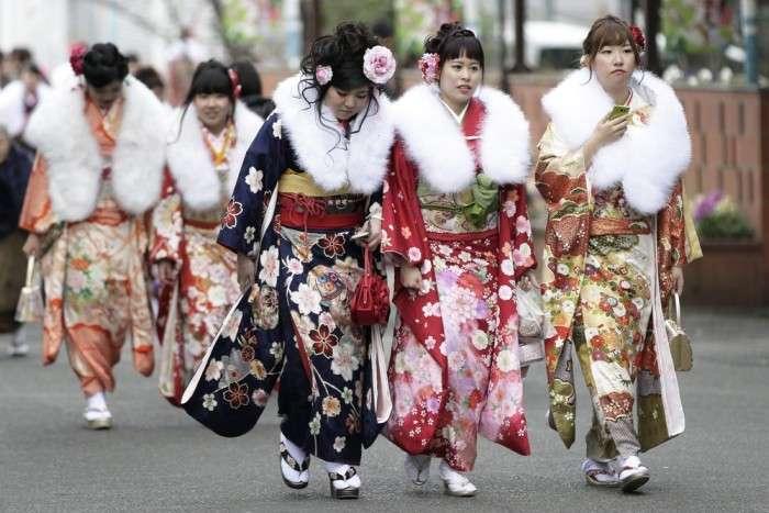 В Японії 1 200 000 дівчат та хлопців відзначили День повноліття (20 фото)