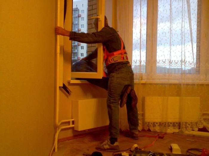 Безстрашні російські установники кондиціонерів (3 фото)