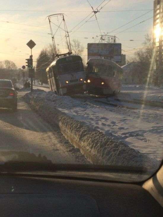 У Єкатеринбурзі зіткнулися два трамваї (7 фото)