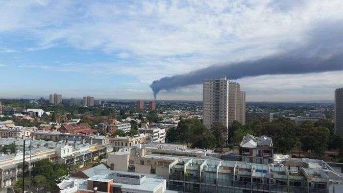 У Мельбурні загорілися 120 000 покришок (7 фото + 2 відео)