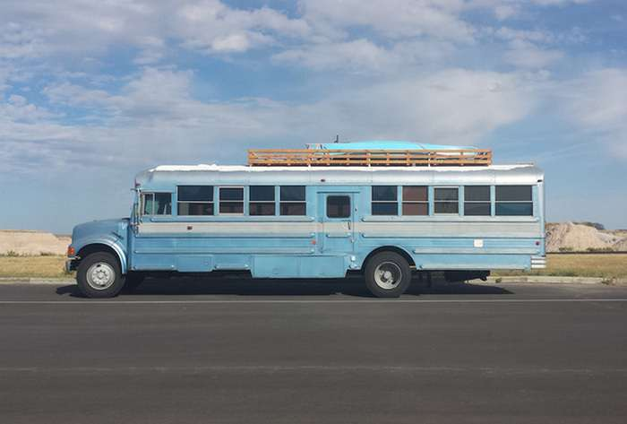 Холостяцьке притулок у старому автобусі (16 фото)