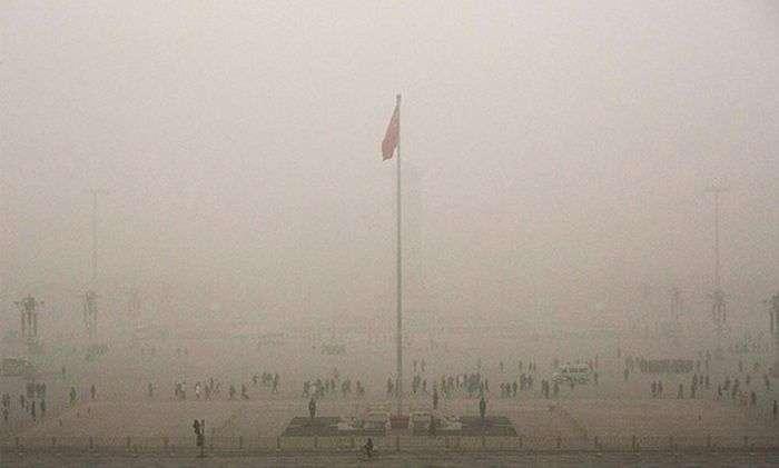 У Пекіні оголосили максимальний («червоний») рівень забруднення повітря (10 фото)