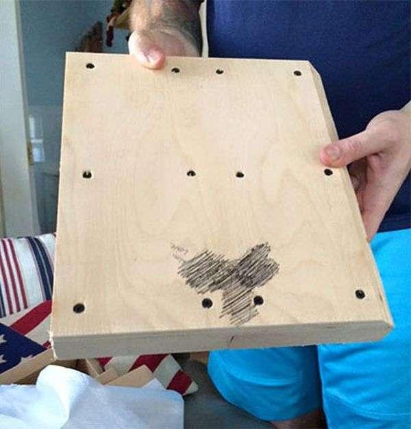 Замість ігрової консолі дитина отримав на Різдво деревяну болванку з зображенням пеніса (2 фото)