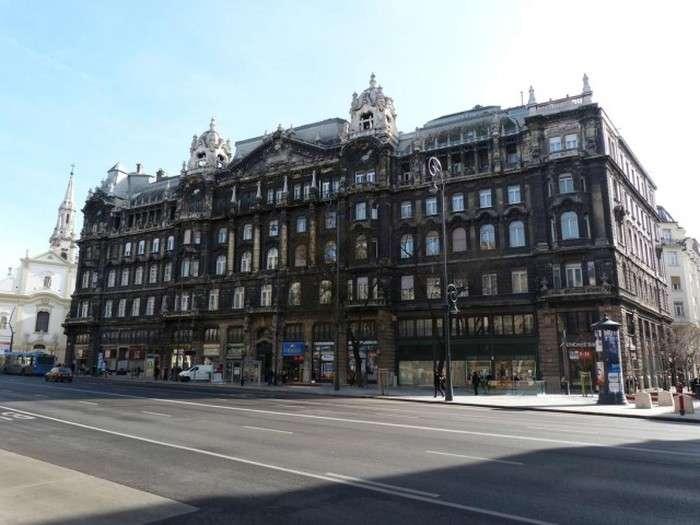 У Будапешті відмили будівлі (4 фото)