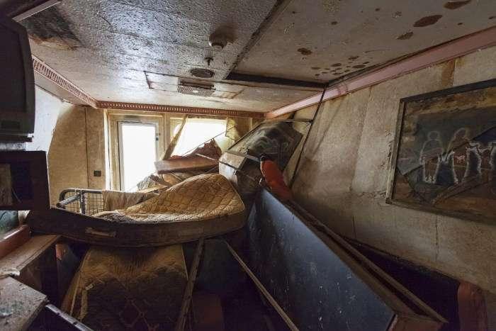 Рідкісні кадри з піднятого круїзного лайнера Costa Concordia (13 фото)