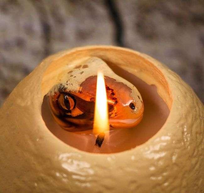 Оригінальна свічка у формі яйця з сюрпризом всередині (3 фото)