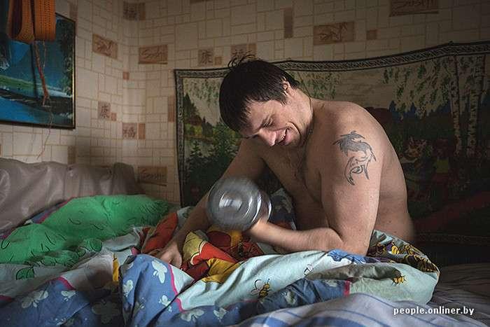 Сільський листоноша пішов з роботи, щоб доглядати за хлопцем-інвалідом (19 фото)
