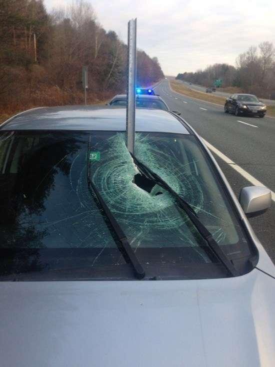 Неймовірно везучий водій відбувся легким переляком (3 фото)