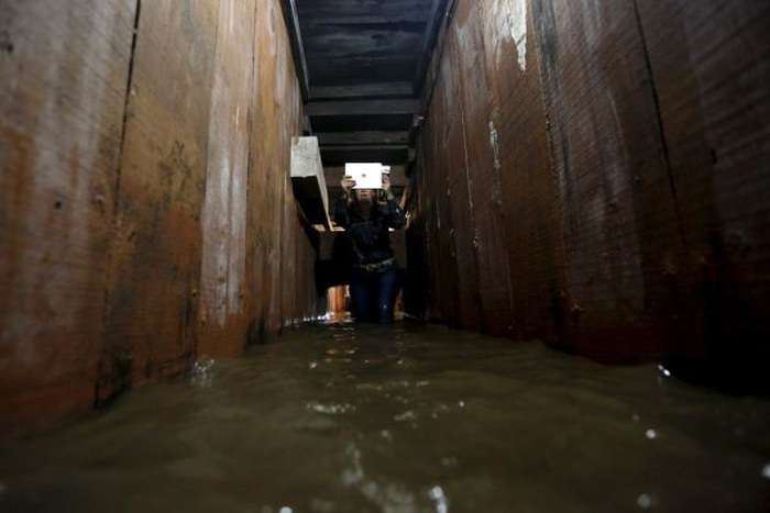 Підземний бункер, в якому переховувався Хоакін Гусман Лоэра на прізвисько «Коротун» (19 фото)