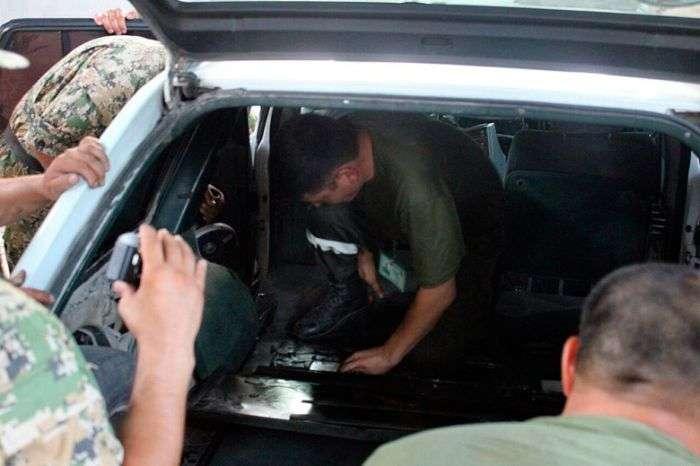 На казахстансько-киргизькому кордоні затримано Mercedes з героїновим схованкою (3 фото)