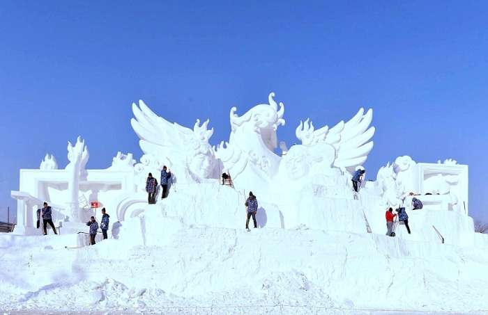У Китаї побудували крижаний місто, в якому пройде Харбінський міжнародний фестиваль льоду і снігу (15 фото)