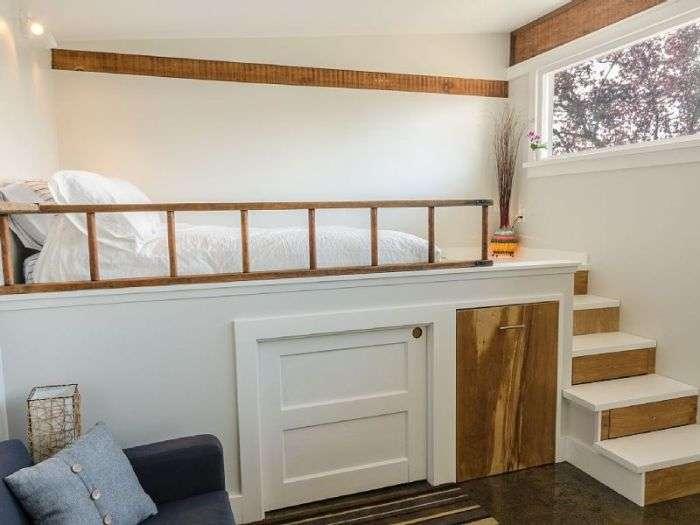 Канадець перетворив старий гараж в прекрасний гостьовий будиночок (18 фото)