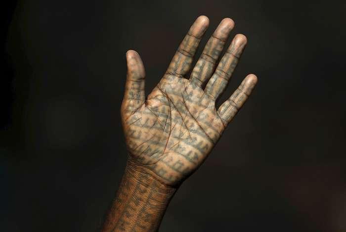 Члени індійської секти «Рамнами самадж» - люди, які покривають себе татуюваннями з імям бога Рами (21 фото)