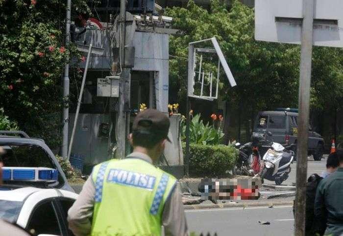 В Індонезії сталася серія вибухів, в результаті яких загинули 6 осіб (11 фото + відео)