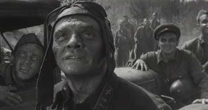 Героїчний авіаналіт, що ліг в основу кінострічки «Живі і мертві» (14 фото)