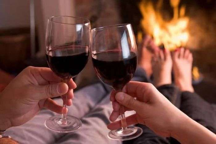 Вчені прирівняли випитий келих вина до однієї години занять спортом (2 фото)