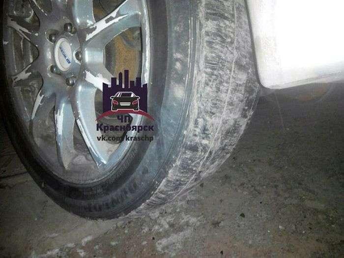 У Красноярську водій збив трьох пішоходів, не впоравшись з керуванням за «лису» гуму (3 фото + відео)