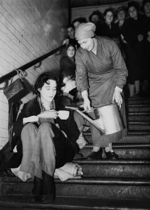 Станції метро Лондона під час бомбардувань 1940 - 1941 року (30 фото)