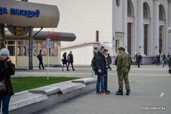 На білоруських вокзалах зявилися місця для паління (5 фото)