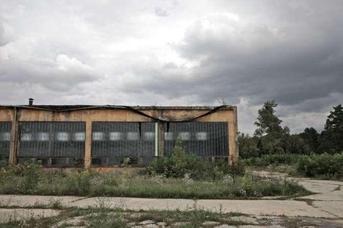 Шармеллек - найбільша радянська авіабаза в Угорщині, нині прийшла в запустіння (40 фото)