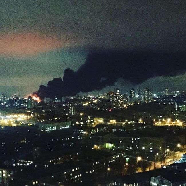 У Москві на території Тушинського машинобудівного заводу стався найбільший за останні 25 років пожежа (23 фото + відео)
