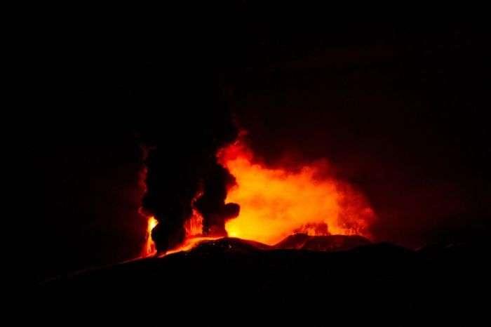 Нове виверження вулкана Етна на фото з мережі (10 фото)