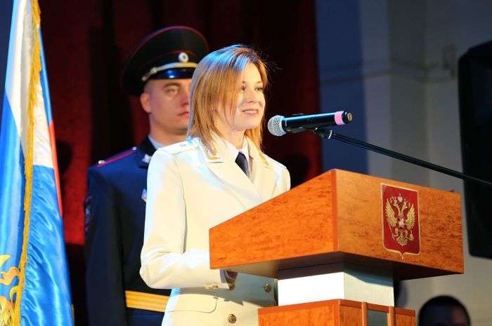 Наталія Поклонська вперше зявилася на публіці в білому парадному кітелі з генеральськими погонами (5 фото)