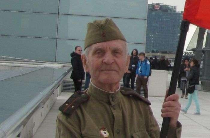 Не стало Миколи Бєляєва, останнього учасника штурму Рейхстагу (2 фото)