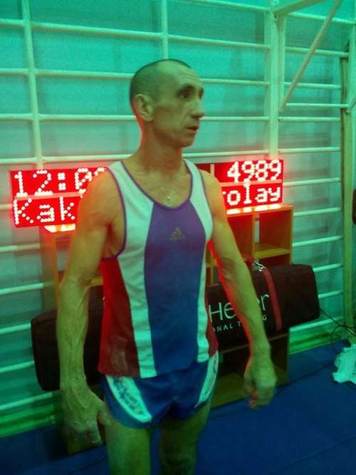 Росіянин Микола Каклимов підтягнувся 4989 раз, встановивши новий рекорд світу (3 фото + відео)