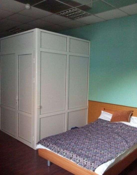 Нічого незвичайного, проста кімната в провінційній готелі (2 фото)