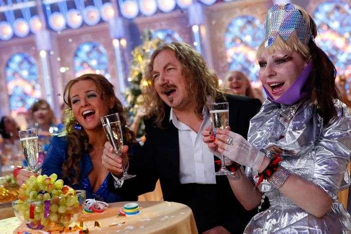 Чому напередодні Нового року по телевізору показують одні й ті ж фільми (3 фото + текст)