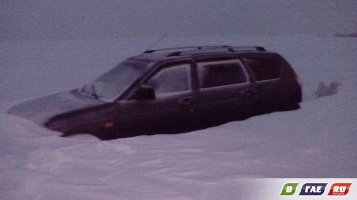 Застряглі під час хуртовини на трасі Оренбург - Орськ люди розповіли, як їх рятували насправді (10 фото + 4 відео)