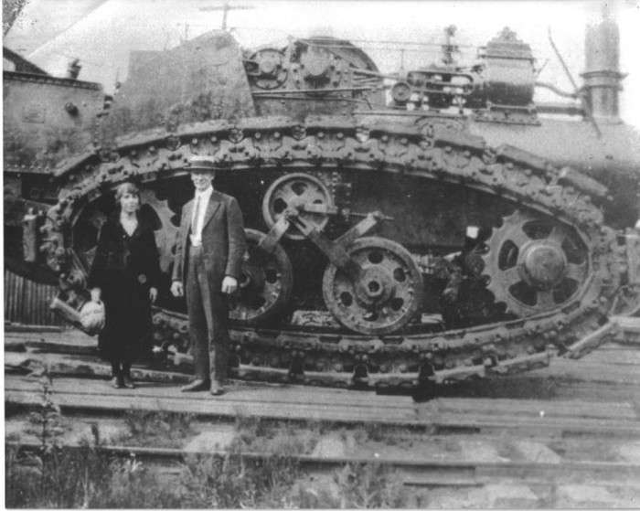 Паровий гусеничний трактор Хорнсбі (10 фото)