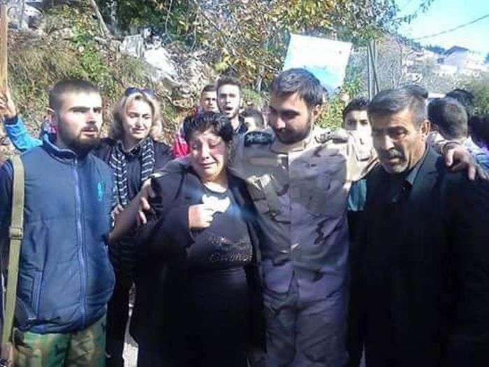 Оголошений загиблим лейтенант сирійської армії повернувся додому і став національним героєм (2 фото)