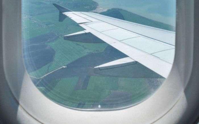 Просте, але дуже ефективний засіб безпеки в літаку (4 фото)