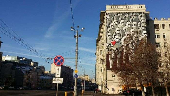 На стіні одного з московських будинків зявилося графіті з імперськими штурмовиками з «Зоряних воєн» (4 фото)