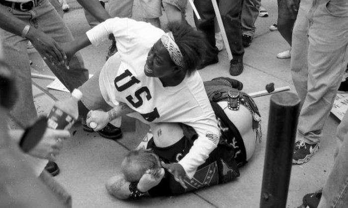 Як темношкіра дівчина куклуксклановца рятувала (7 фото)