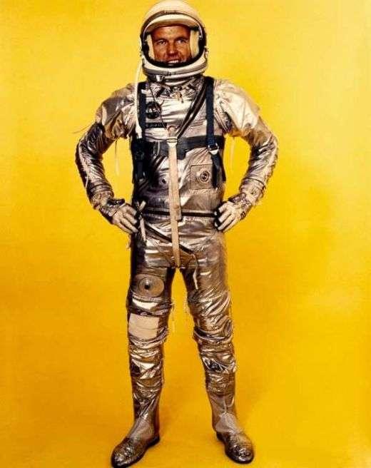 Скафандри і літні костюми минулого століття (24 фото)