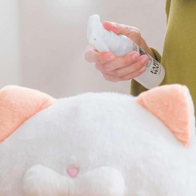 У Японії випустили парфуми з ароматом котячого потилиці (5 фото)