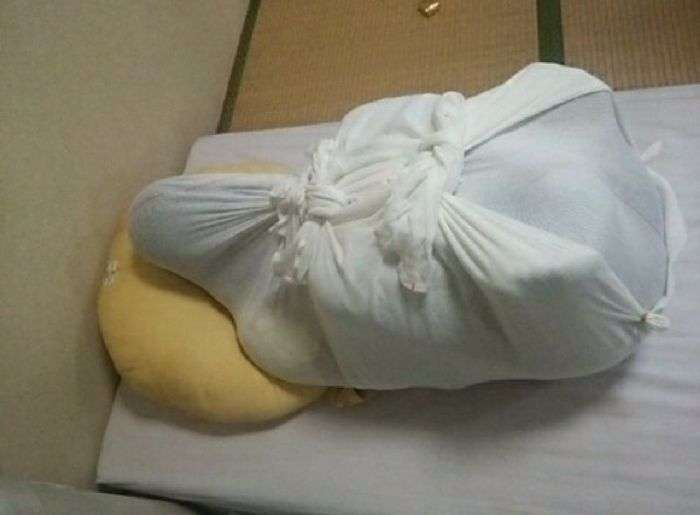 Як сповивають новонароджених в Японії (10 фото)