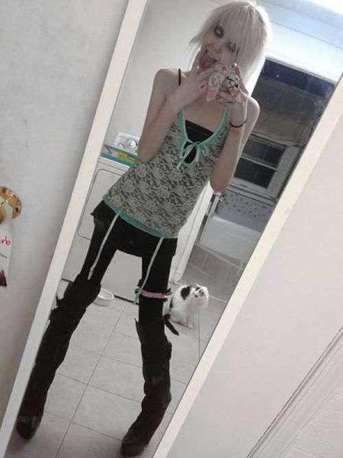 Дівчина-підліток пишається своєю екстремальною худобою (20 фото)