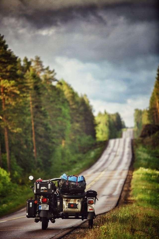 Сімя обїздила всю Європу на мотоциклі, відвідавши 41 країну за 4 місяці (40 фото)