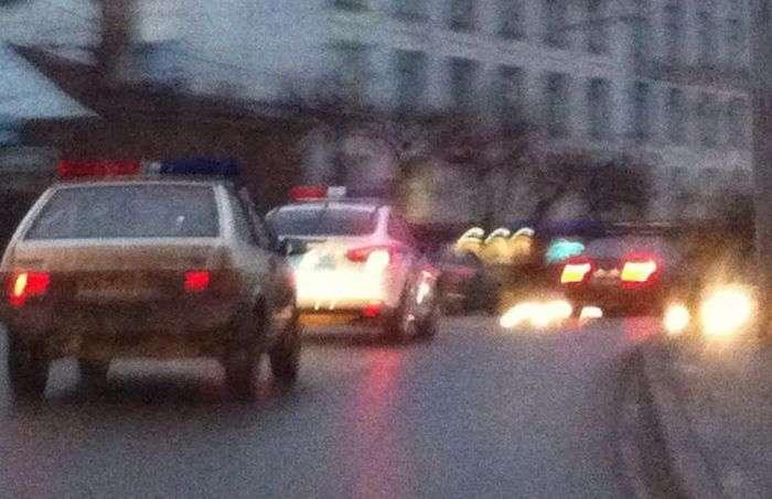 Водій з Володимира лякає автомобілістів мигалкою з гірлянд (3 фото)