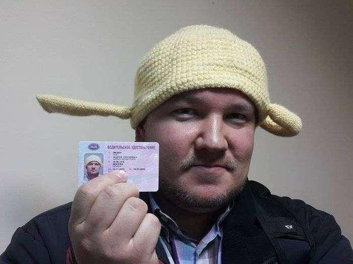 Перший московський пастафарианин сфотографувався на права з друшляком на голові (3 фото)