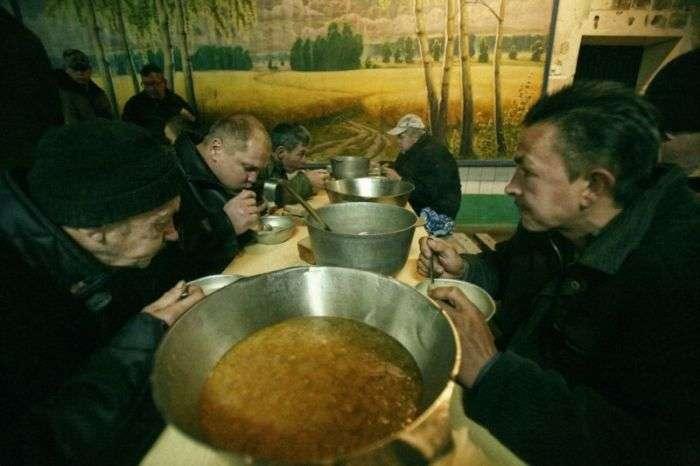 Побут білоруських алкоголіків в лікувально-трудових профілакторіях (14 фото)