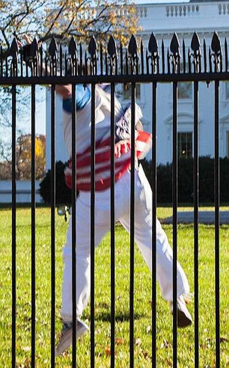 У Вашингтоні затримали хулігана, перелезшего через паркан Білого дому (5 фото + відео)